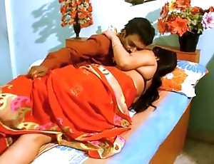 Indian desi aunty seducing fuck by boyfriend in bedroom - desixporn.com