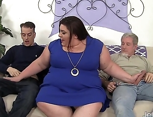 Horny, chubby Bella Bendz gets will not hear of pussy facsimile dicked