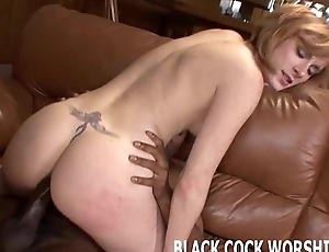 Watch me taking a pompously cock in my tight little MILF pussy