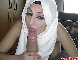Ethnic muslim babe gets screwed for hotel room