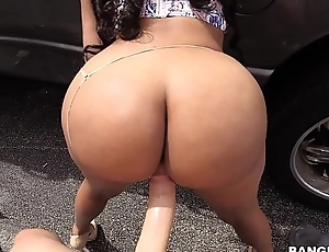 Super Phat Ass Girl Fucked in Parking Lot