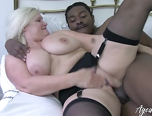 Black dude drills wet cunt of a grown-up uninspired drab