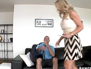 Stepmom seduces daughters boyfriend